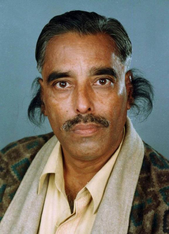Kwikku, Radhakant Bajpai  Rambut Telinga Terpanjang