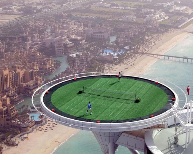 Kwikku, Lapangan tenis di atas gedung Gimana mainnya