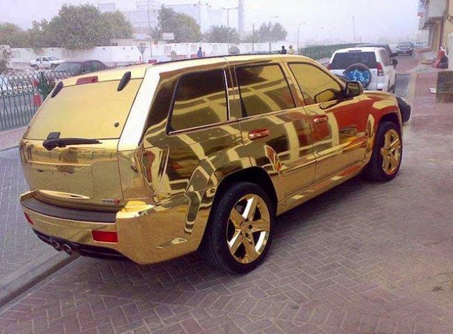 Kwikku, Mobil berlapis emas di seluruh bodinya Kalau di sini udah dikorek tuh