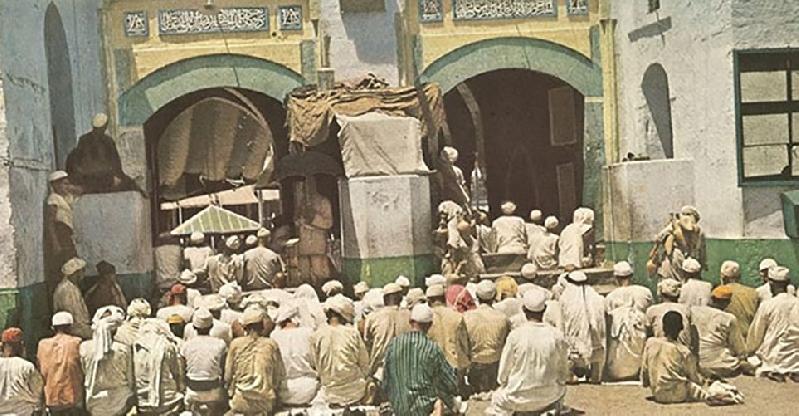 Kwikku, Suasana salat di pelataran Masjidil Haram