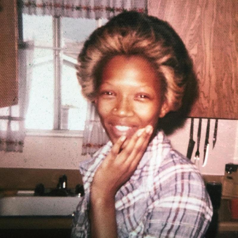 Kwikku, Ibunya Willicia Gilmore adalah soerang pelayan gereja dan Ali dibesarkan dari keluarga Nasrani