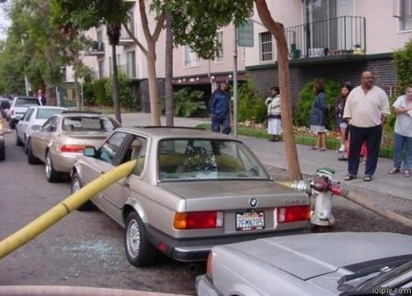 Kwikku, Nggak tahu deh kenapa sampai tangki kebakaran tembus kaca mobil gini Emang salah parkir ya