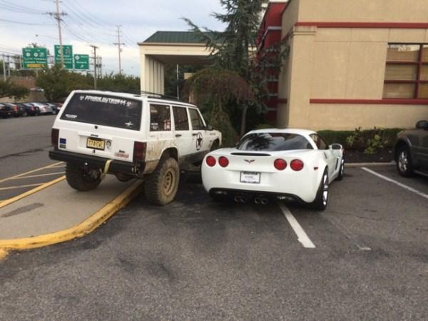 Kwikku, Wah ini sih emang sengaja di dempetin Soalnya mobil yang kecil parkirnya salah gitu