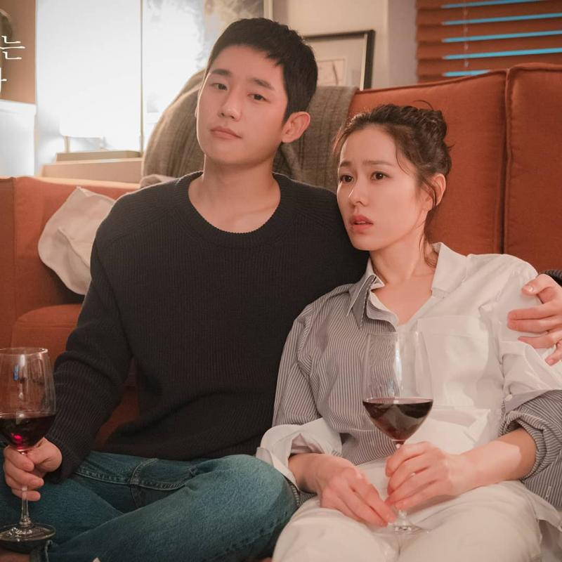 Kwikku, Sesuai dengan di drama Jung Hae In berusia  tahun lebih muda dari Son Ye Jin