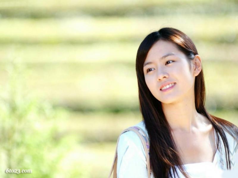Kwikku, Son Ye Jin memulai karirnya pada tahun  sebagai pemeran pendukung dalam film Secret Tears