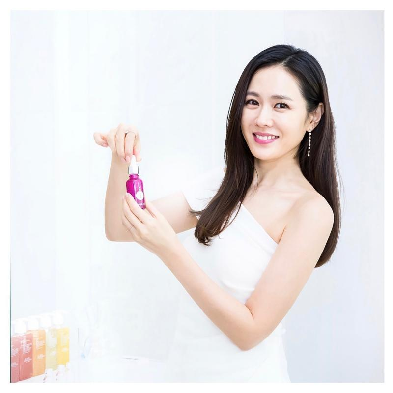 Kwikku, Dengan postur tubuh ideal pdan paras yang cantik membuat son Ye Jin banyak dimina membintangi iklan majalah hingga brand ambassador Karirnya sebagai model juga sejajar dengan kiprahnya di dunia akting