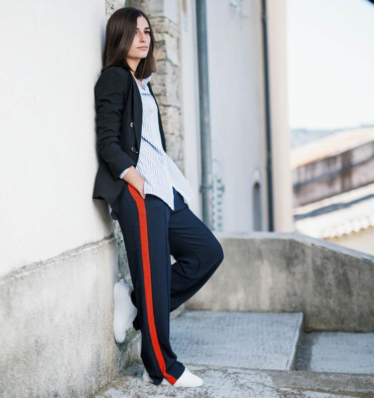 Kwikku, Meski identik dengan pakaian olahraga namun track pant juga bisa dibuat formal dengan paduan blazer berwarna sama