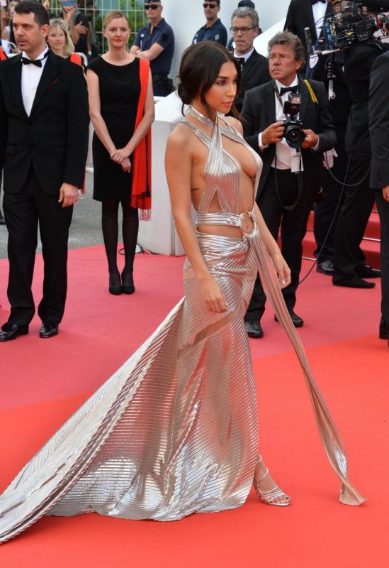 Kwikku, Chantel Jeffries bahkan menggunakan gaun silver dengan bagian belakang hinggga ke lantai dan bagian dada terbuka