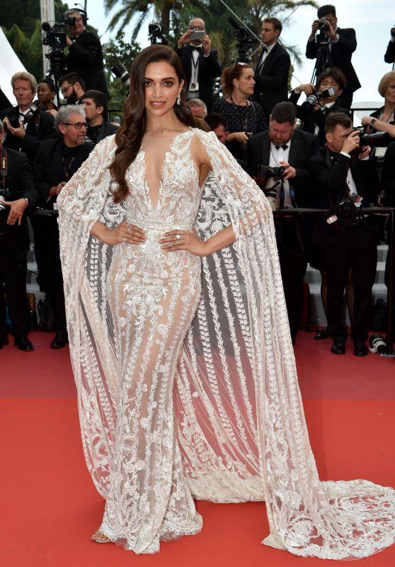 Kwikku, Yang menjadi sorotan dalam ajang Cannes tahun ini adalah Depika Padukone Aktris Bollywood itu tampil berani dengan gaun putih yang nyaris transparan namun membuatnya bagai malaikat