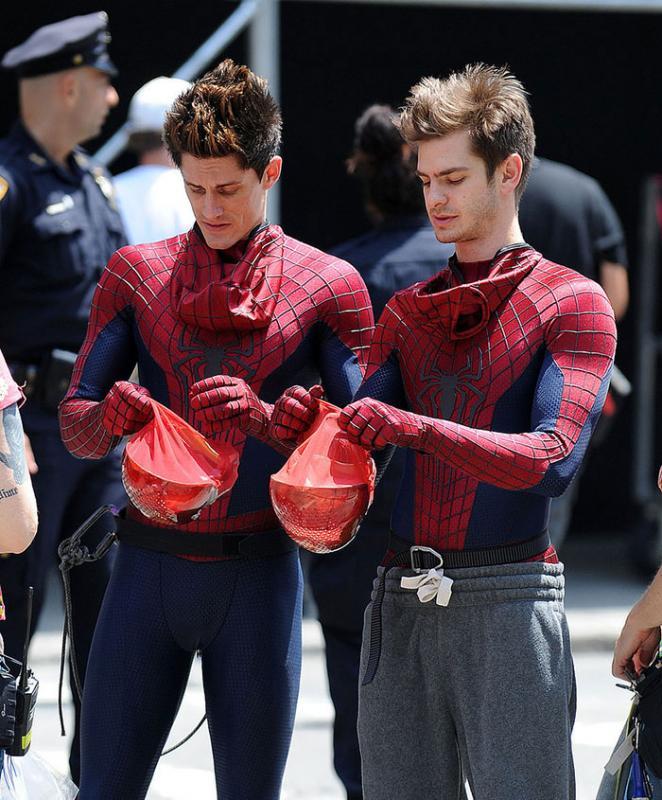 Kwikku, Andrew Garfield Spiderman dan William Spencer Kalau wajah mereka ditutup dengan topi si superhero nggak akan bisa dibedakan