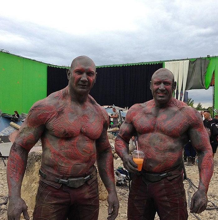 Kwikku, Dave Bautista Drax sebelas dua belas dengan stuntmannya Rob de Groot