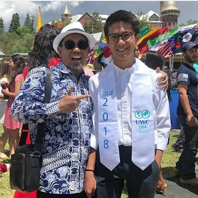 Kwikku, Sang ayah begitu antusias dengan kelulusan putranya Bangga banget ya