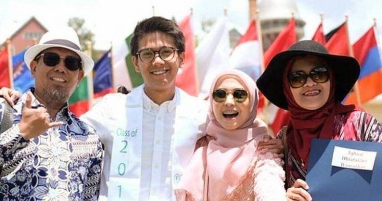 Kwikku, Foto keluarga yang benarbenar bahagia