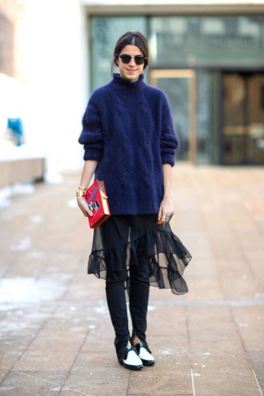 Kwikku, Memadukan sweater dan long skinny jeans dengan tulle memberikan sedikit ornamen agar penampilanmu tidak monoton