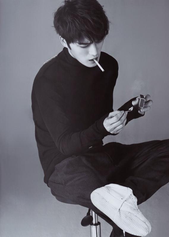 Kwikku, Jaejoong JYJ malah mengunggah foto dirinya untuk Elle Korea sedang merokok