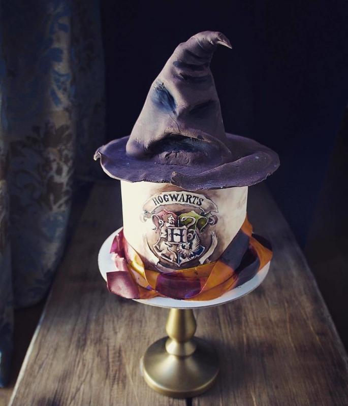 Kwikku, Penggemar Harry Potter juga bisa menikmati Hogwarts cake lho