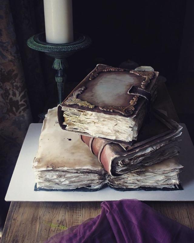 Kwikku, Tumpukan buku yang seperti nyata