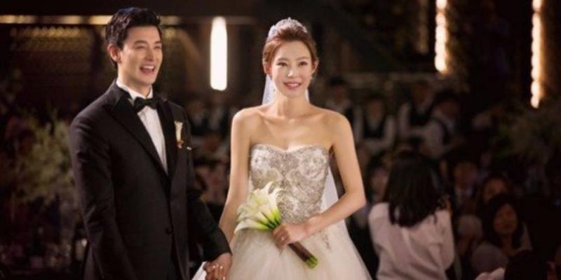 Kwikku, Eli UKiss mengumumkan pernikahannya secara mendadak pada tahun  Keduanya menggelar pesta pernikahan dengan penuh kebahagiaan dengan keluarga dan sahabat Mereka dikaruniai putra lucu yang diberi nama Michael Minsoo Kim