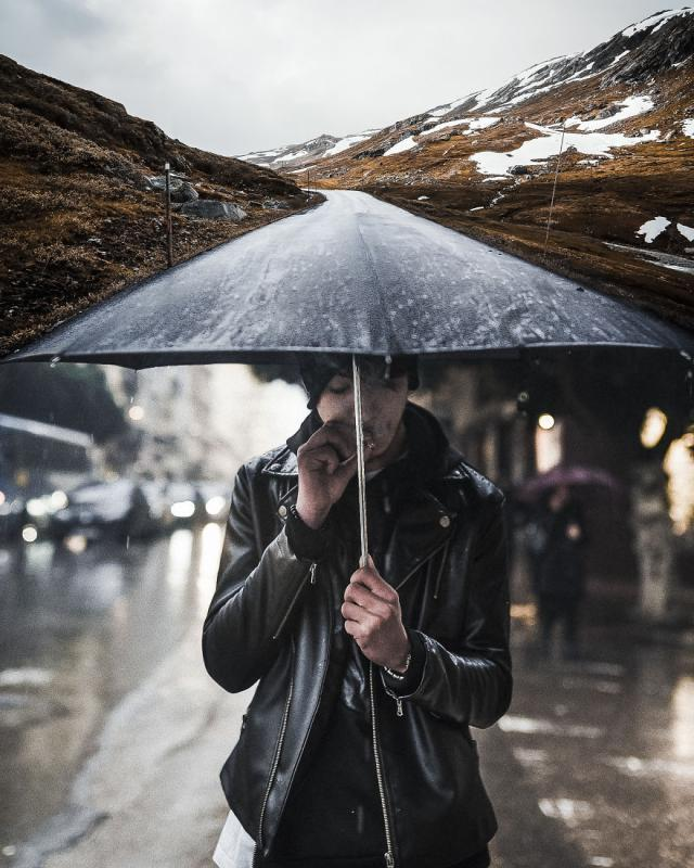 Kwikku, Another Way menggabungkan payung dan jalan