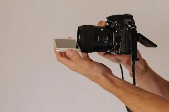 Kwikku, Dimulai dari memegang smartphone dalam posisi horizontal dan letakkan di baian bawah lensa
