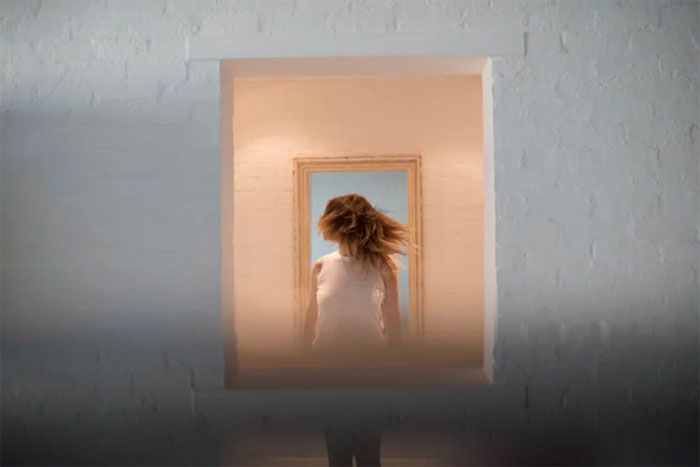 Kwikku, Kamu akan melihat melalui jendela bidik adegan yang dipantulkan ke bagian bawah gambar