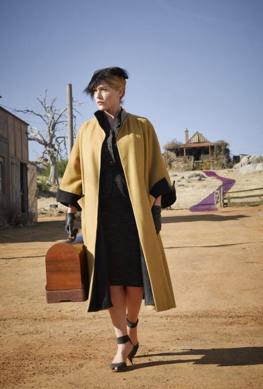 Kwikku, Mustard Coat dan Feathered Hat