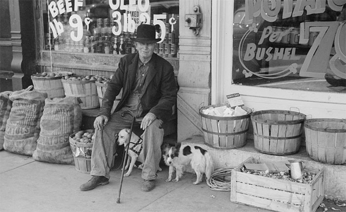 Kwikku, Lakilaki dan seekor anjing di depan toko kelontong Illinois