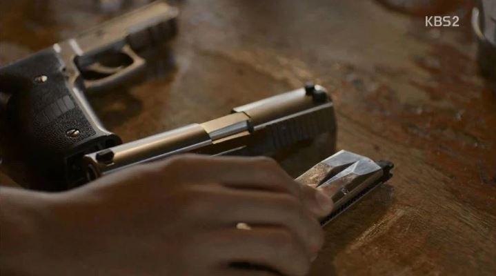 Kwikku, Dalam adegan di Descendants of The Sun teryata yang digunakan adalah senjata BB tanpa slot dan peluru