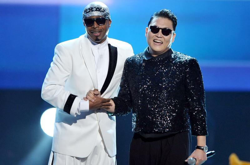 Kwikku, Gangnam Style menjadi lagu yang paling populer hingga internasional maka PSY secara khusus tampil dalam American Music Awards