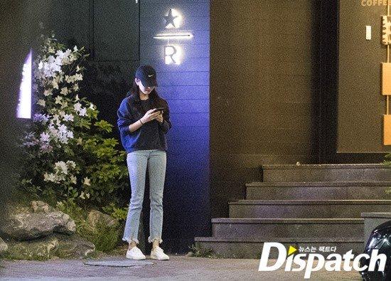 Kwikku, Menurut Dispatch So Ji Sub pergi memesan kopi ke dalam sementara Jo Eun Jung menunggu di luar