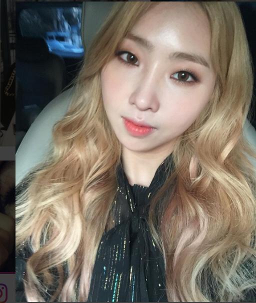 Kwikku, Netizen mengklaim bahwa tampilan Minzy berubah bukan karena makeup tetapi operasi plastik Mereka mengkritik kecantikannya dan mengatakan jika semua bentuk wajah telah berubah