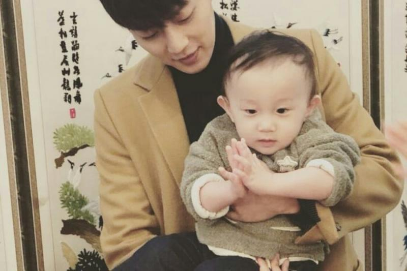 Kwikku, Yoon Doojon merayakan ulang tahunnya bareng ponakan imutnya nih