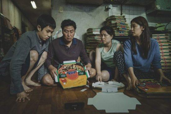 Kwikku, Kim Ki Taek Song Kang Ho dan keluarganya hampir nggak tahan tinggal di basement apartemen