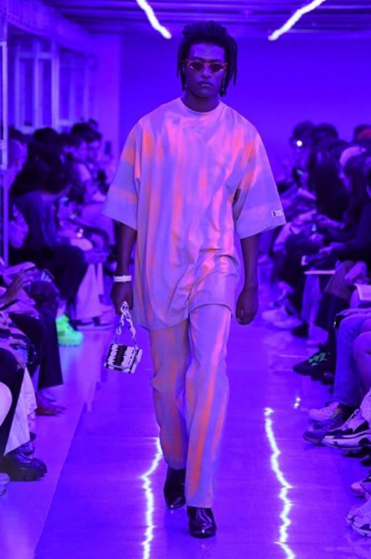 Kwikku, Han Hyun Min selalu menjadi desainer favorit Secara khusus ia membawa model berdarah Korea dan Nigeria untuk koleksi terbarunya yang cool