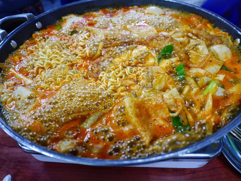 Kwikku, Sindang dong Tteokbokki Town