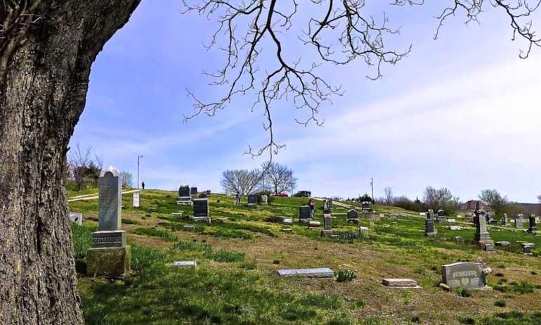 Kwikku, Stull Cemetery