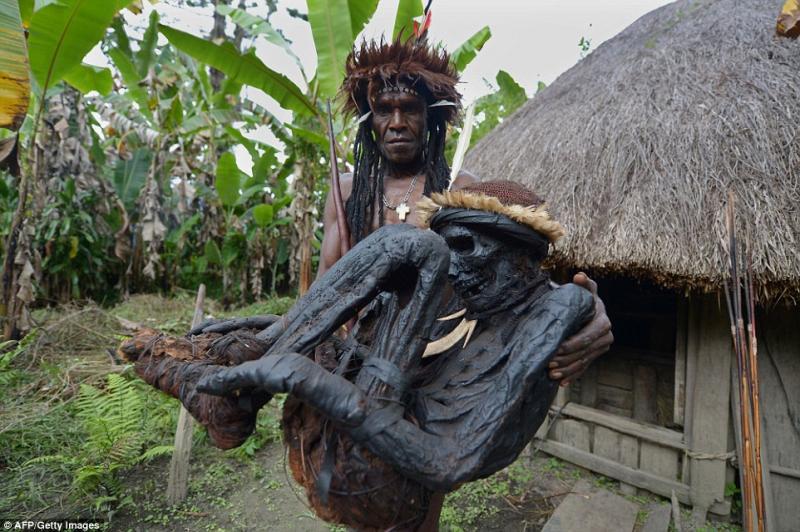 Kwikku, Pengasapan Mayat di Papua Nugini