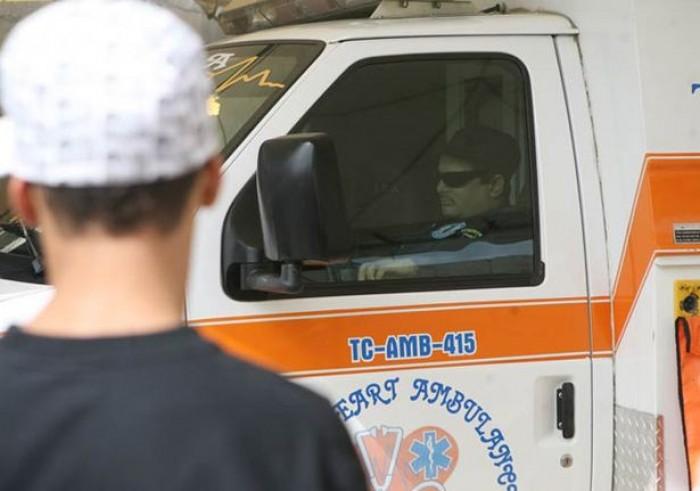 Kwikku, Edgardo Velazquez dengan seragamnya sebagai paramedis yang duduk di mobil dinasnya