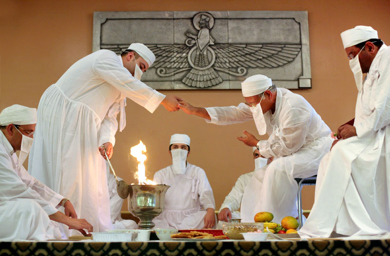 Kwikku, Sejarah Dakhma dan Keyakinan Zoroastrians