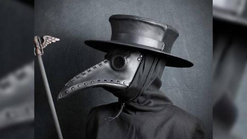 Kwikku, Topeng Plague Doctor