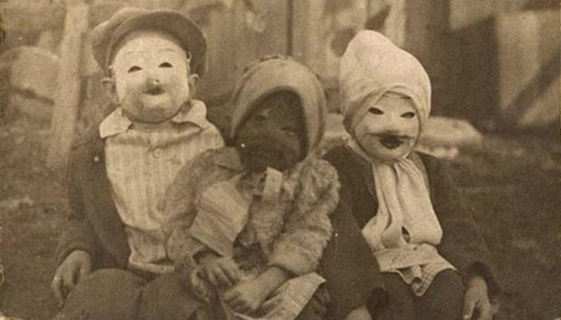 Kwikku, Topeng Halloween Era an yang Dibuat Seadanya