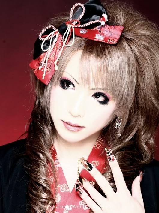 Kwikku, Hizaki Gitaris Versailles dan Jupiter
