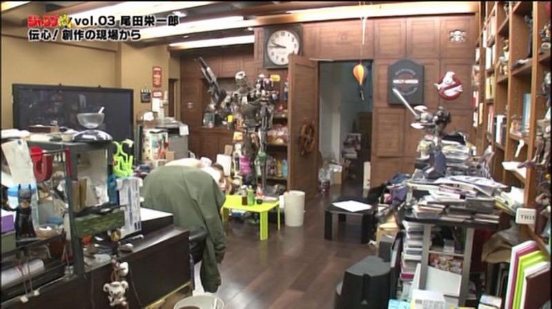 Kwikku, Masih Ruangan Eichiro Oda yang Penuh dan Agak Sumpek tetapi Lantainya Kinclong
