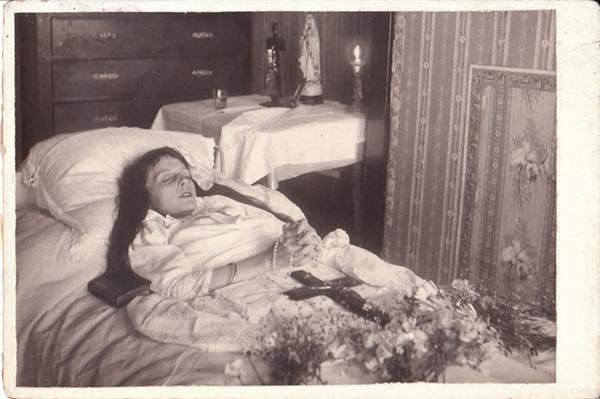 Kwikku, Foto kematian seorang wanita