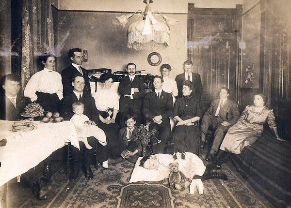Kwikku, Bisa kamu cari siapa yang meninggal dari foto ini