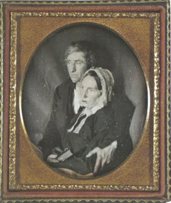 Kwikku, Foto suami istri yang romantis tetapi sang istri sesungguhnya sudah meninggal
