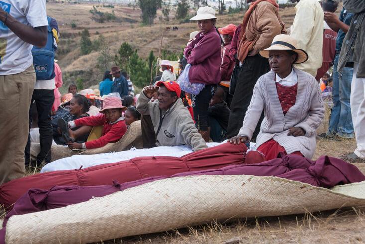 Kwikku, Prosesi Ritual Famadihana di Madagaskar