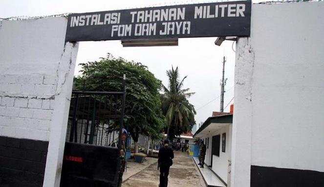 Kwikku, Sosok Baju Putih di Rutan TNI