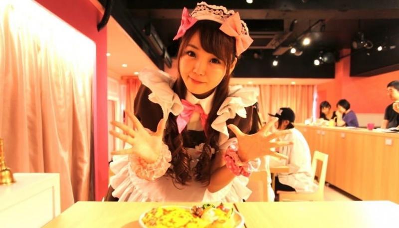 Kwikku, Makan dan Main bareng pelayan cantik di Maid Cafe