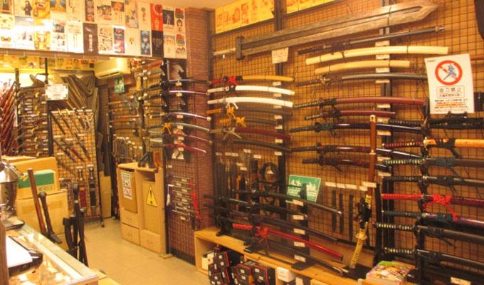 Kwikku, Toko Samurai dan Senjata lainnya